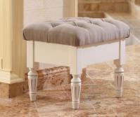 Пуфы, стулья в цвете белый с серебряной и золотой патиной.